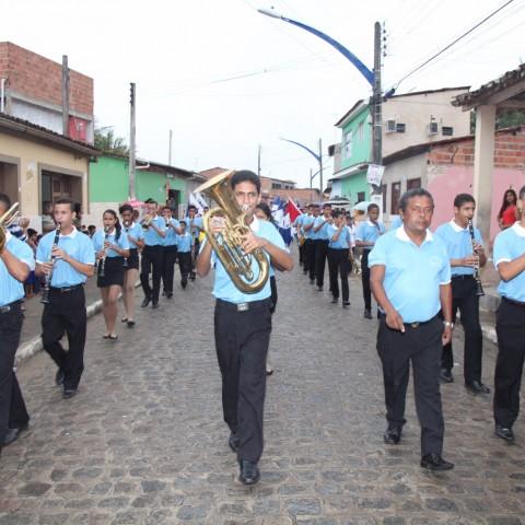 Mais de 1.300 estudantes desfilaram na abertura da VII Flimarzinha