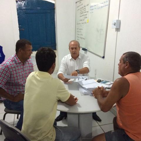 Reunião entre secretário e donos de embarcações